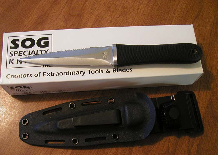 What's in the box with the SOG Pentagon. dagger (Photo: soonerstateknives.com/SOG-14.JPG)